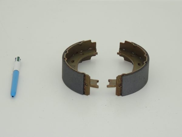 Hand brake shoes 901